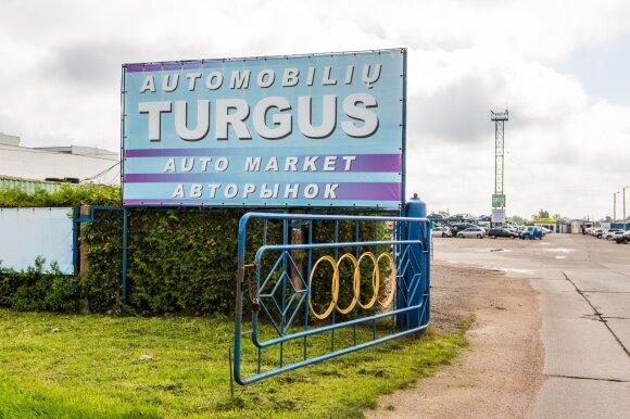 Pažinti miestą siūlo automobilių turguje