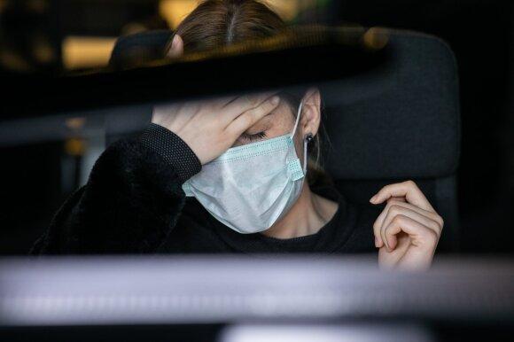 Medicininės kaukės Lietuvoje baigiasi: likusias parduoda 10 kartų brangiau, perpardavinėtojai užrašinėja į eiles