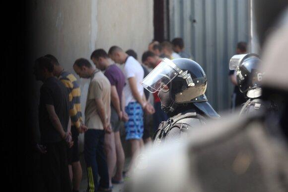 Transliuotos išgertuvės Kybartuose atskleidė baisią situaciją: neskubėkime teisti kalinių