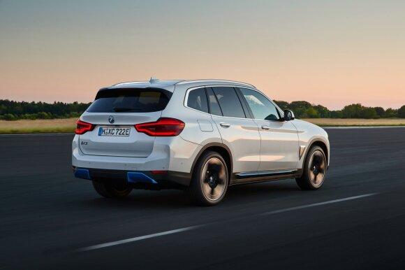 """BMW turi elektrinį visureigį: oficialiai pristatė """"iX3"""" modelį"""