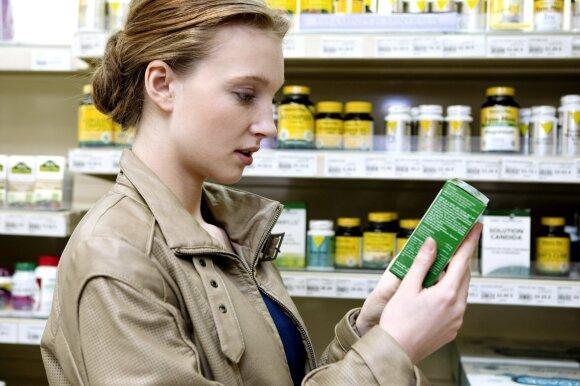 Susirgę griebiatės nuo praeitos ligos likusių vaistų? Vaistininkės papasakojo, kada tai gali baigtis tragiškai