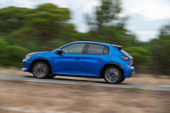 """Vitoldas Milius ir Aidas Bubinas elektromobilių ralyje lėkė su """"Peugeot e-208"""""""
