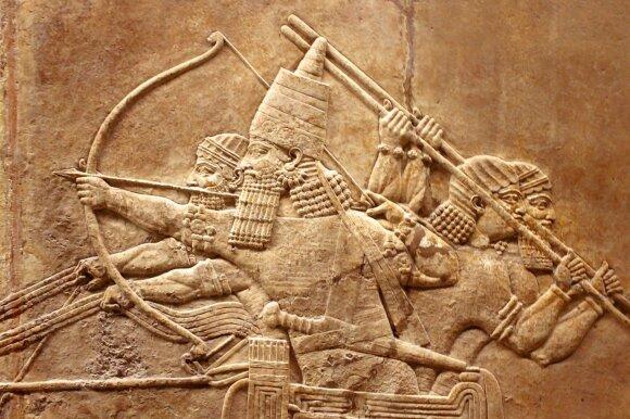 Asirų reljefas ant sienos