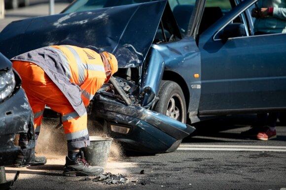Karščio spąstai vairuotojams: pakilus temperatūrai padaugėjo eismo įvykių