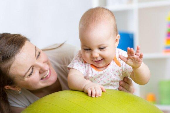 Mamos ir vaiko sportas po gimdymo: trenerės patarimai