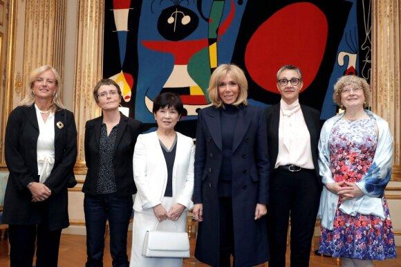 Laureatės: Karen Hallberg, Claire Voisin, Maki Kawai, Najat Aoun Saliba, Ingrid Daubechies su Brigitte Macron (viduryje)