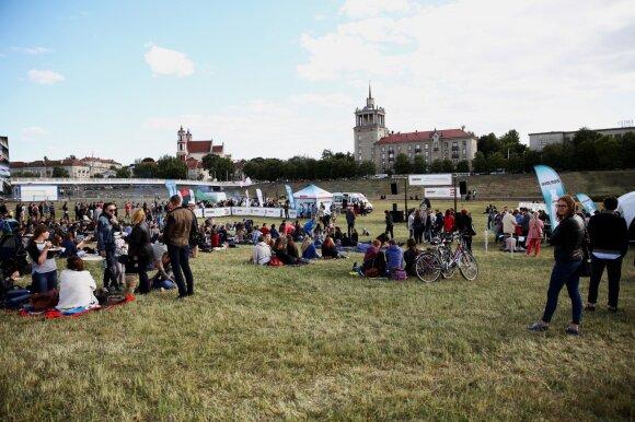 """Tradicinis """"Borjomi Grill piknikas"""" prie Baltojo tilto sutraukė minias vilniečių"""