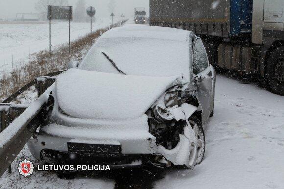 """Dėl avarijos buvo uždarytas eismas keliu """"Via Baltica"""""""