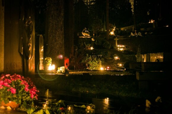 Feisbuke plinta keistas darbo pasiūlymas: jauni ir aktyvūs kviečiami paslaugas siūlyti kapinėse