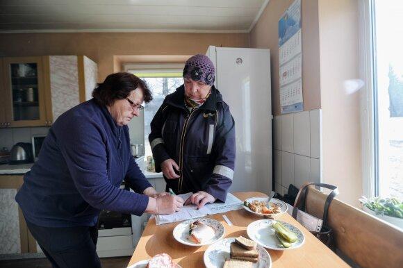 Diena su paštininku nešiojant pensijas: Lietuvos pensininkų gyvenimas iš arti skiriasi kaip diena ir naktis