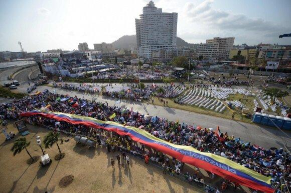 Situacijai kaistant Maduro nusiteikęs kovingai: mes pasirengę ginti savo šalį
