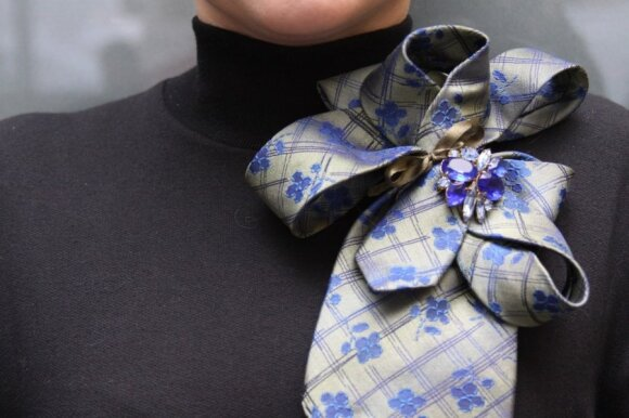 Pasidaryk pati: kaklaraiščio virsmas įspūdingu moterišku aksesuaru