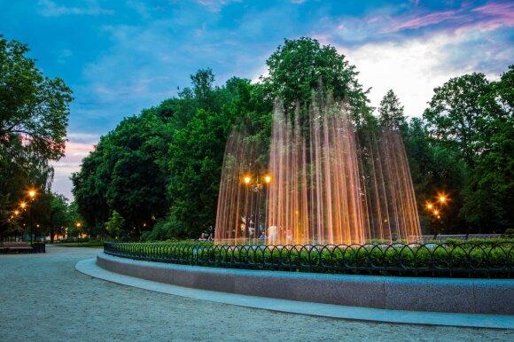 Išskirtiniai fontanai Lietuvoje – vandens šokį, šviesas ir muziką apjungiantys meno kūriniai