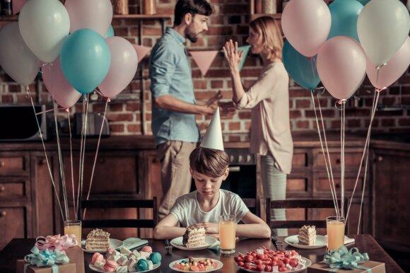 Tėvų skyrybos skaudžiai atsiliepia vaikams.