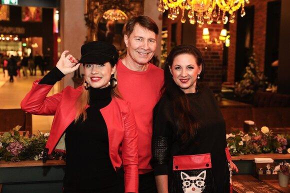 Liveta ir Petras Kazlauskai su dukra Ingrida Kazlauskaite