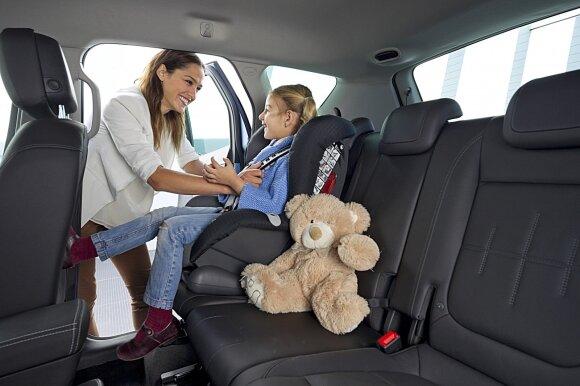 Automobilyje vaikai iki 135 cm ūgio privalo sėdėti jiems skirtose kėdutėse