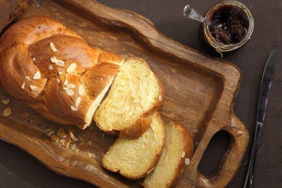 Tradiciniai Velykų pyragai: saldžioji pynutė ir Velykų boba