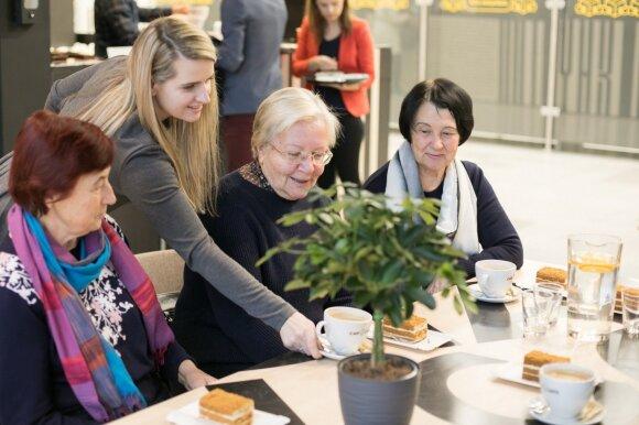 Sostinės kavinės vėl vaišins senjorus nemokama kava