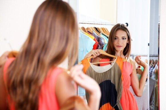 Mus traukia ryškios spalvos, tačiau ryškumu akinantis drabužis greičiausiai turi agresyvių dažiklių likučių