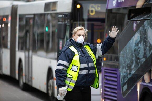 Vilniaus viešojo transporto stotelėse rankų dezinfekcija