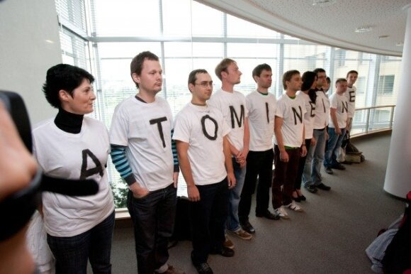 R. Karbauskio partijos nariai protestuoja prieš VAE