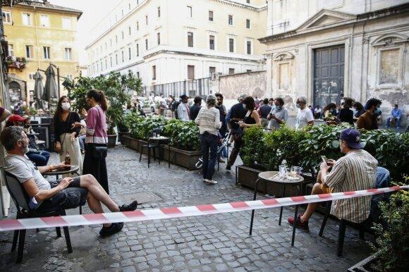 Italija pratinasi gyventi įprastu ritmu