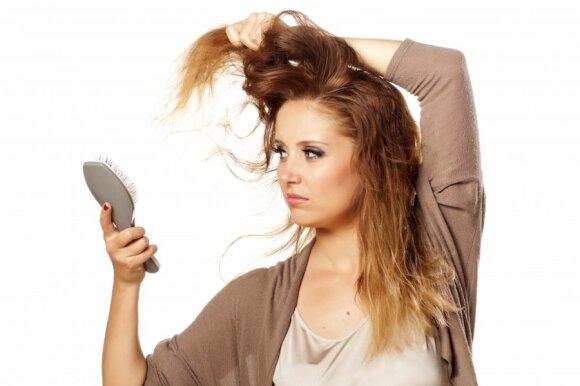 Gydytoja įvertino ypač populiarias plaukų procedūras: tai lazda su dviem galais