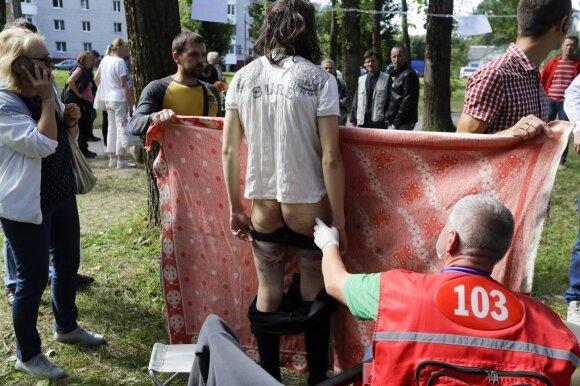 Baltarusijos sulaikymo įstaigose – tikras pragaras: kraujo balose guli žmonės, iš už sienų girdėti gąsdinantys pokalbiai