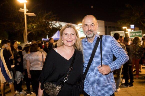 """Prieš antrąjį """"Eurovizijos"""" pusfinalį Tel Avive besibūriuojantys fanai Jurijui linki finalo"""