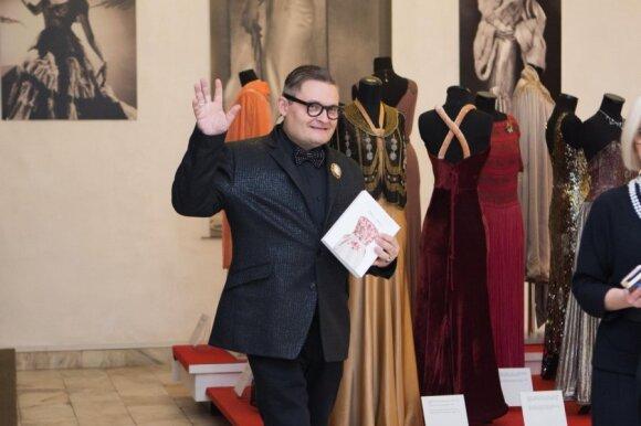 Turite tai pamatyti: į Vilnių suvažiavo gražiausios šimtmečio vakarinės suknelės