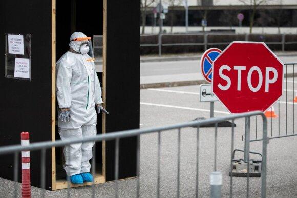 Profesorius įsitikinęs: išgyvenome tik koronaviruso pandemijos pradžią, didžiausias iššūkis – artėja