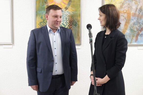 """Edvard Keizik ir Edita Tamulytė, meno galerijos """"Fojė"""" kuratorė"""