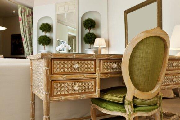Klasikinio stiliaus svetainės interjeras