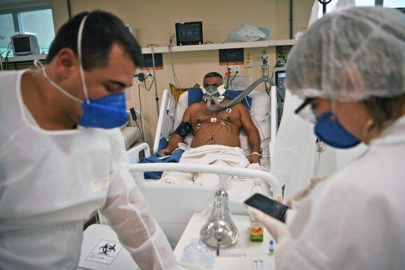 Kiek tęsis pandemija? Viruso plitimo tendencijas stebintys mokslininkai jau dabar mato negerų ženklų