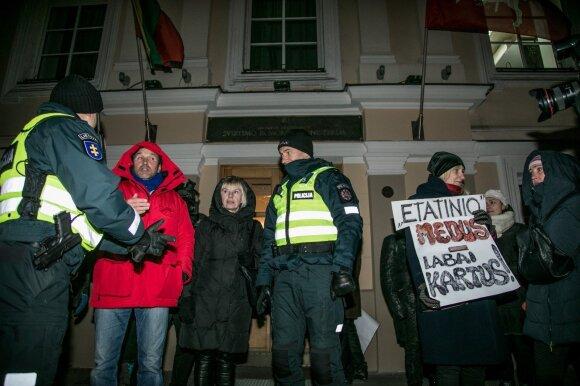 Streikuoti uždraudė, darbuotojus atleido, protestuotojus tramdė ašarinėmis dujomis: kuri istorija gali pasikartoti