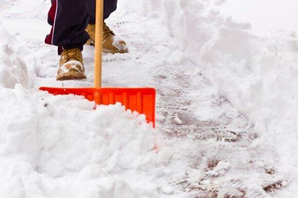 5 patarimai, kad sniegą nukasti būtų lengviau