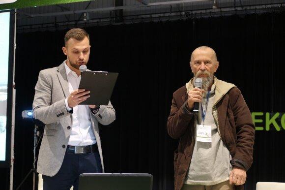 Petras Devižis (dešinėje)