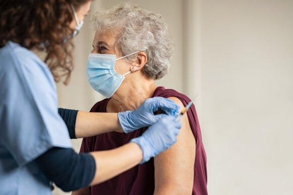 Per du mėnesius registruota 1,2 tūkst. nepageidaujamų reakcijų į vakcinas, dvi paskiepytųjų mirtys su skiepais nesiejamos
