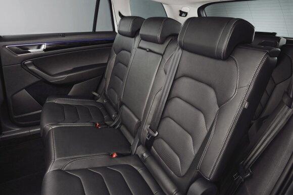 """Ant antrosios """"Škoda Kodiaq"""" sėdynių eilės - labai erdvu"""