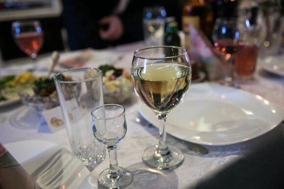 Kova su alkoholiu atsisuko kitu galu
