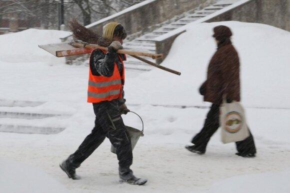 Lietuva gerovės valstybę kuria iš likučių: kol vieni murkdosi skurde, kiti lepinasi privilegijomis
