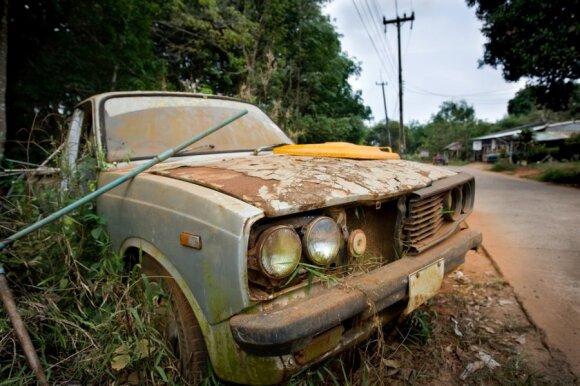 Autoverslininkai mano, jog neregistruojant importuojamų automobilių vėliau kažkam tenka mokėti už jų utilizavimą