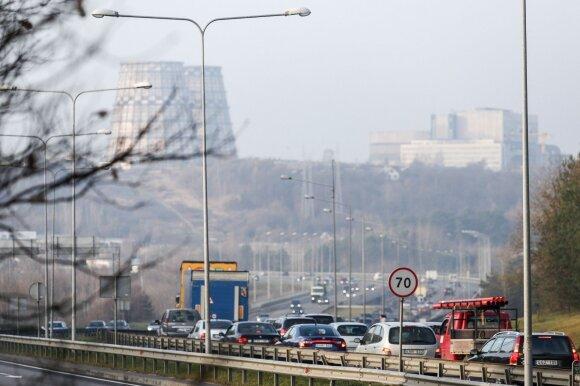 Vairuotoją ne juokais supykdė situacija Vilniaus gatvėse: rezultatas – daugybė avarijų ir sužaloti žmonės