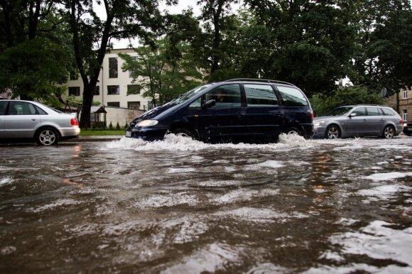 Vasaros prognozės: žada karščius ir skęstančius miestus