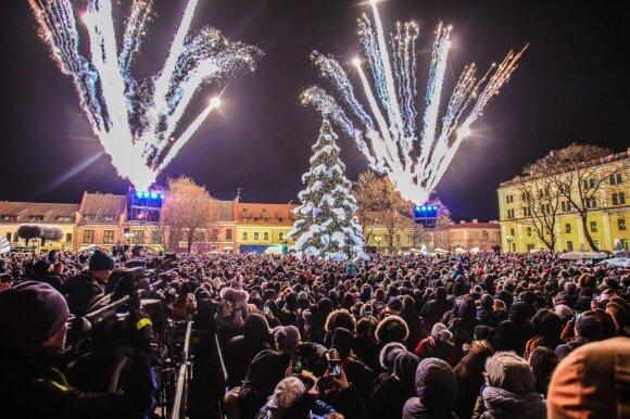 Naujųjų metų sutiktuvės: savivaldybės pasiruošusios tūkstančius išleisti į orą