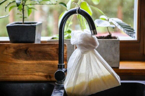 Miške gyvenanti Dovilė gamina šaldyto kefyro užtepėlę