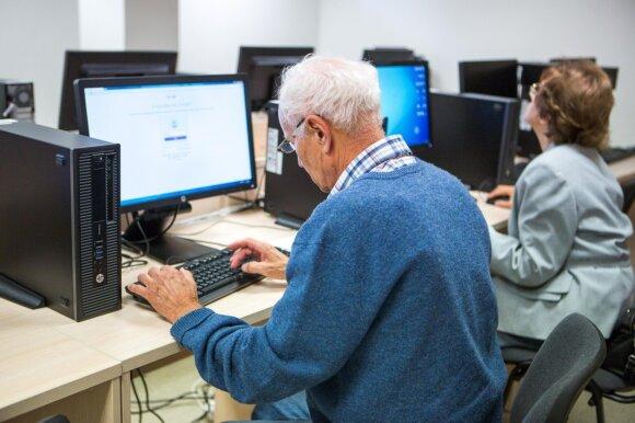 Senjorai mokosi naudotis kompiuteriu