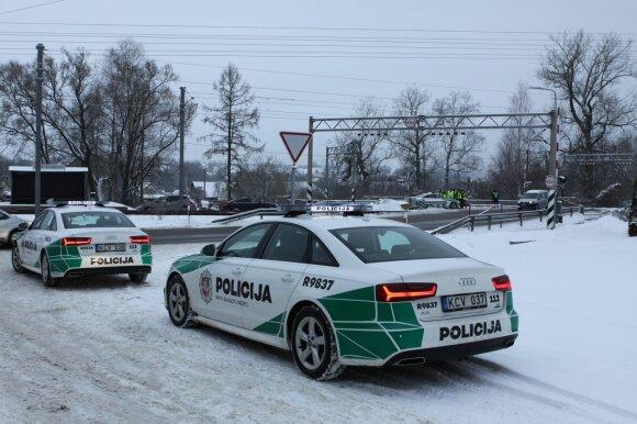 Vilniuje šūviais sužalotas vairuotojas – peršautos abi kojos