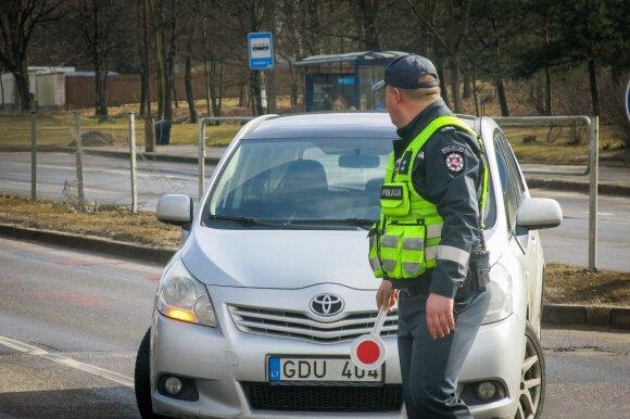 Policijos akibrokštas iškėlė klausimą: ar pareigūnams negalioja KET?
