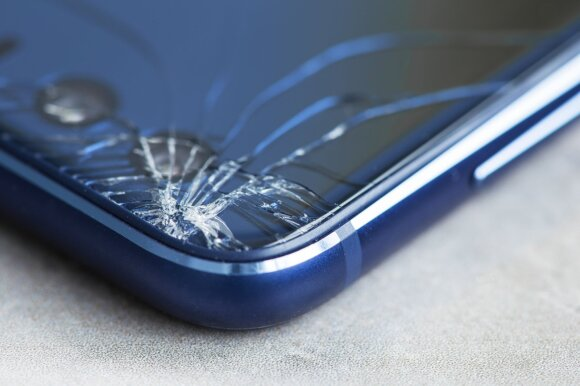 Sudužęs telefonas.